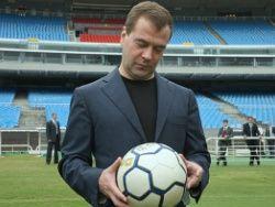 Медведев еще не определился, за кого болеть