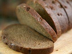 Черный хлеб и гречка сохранят зрение до старости