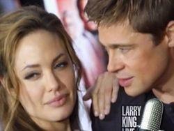 """Питт и Джоли засудили авторов их \""""развода\"""""""