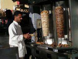 В ОАЭ ежедневно в рамадан выбрасывается 500 тонн еды