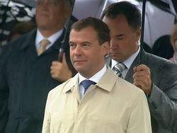 Медведев: иконы на башнях Кремля помогут России