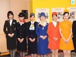 Стюардессы японских авиакомпаний вышли на модельный подиум