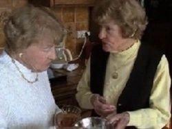 Секрет долголетия женщин: стакан виски и немного спорта
