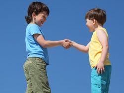 Как научить детей здороваться?