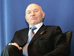 Ветеран требует с Лужкова 4 млн рублей