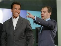 Медведев предложил Шварценеггеру место градоначальника