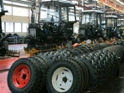 В Минске новый трактор угнали прямо с конвейера завода