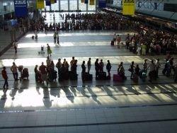 Сколько людей хотят уехать из России?