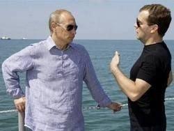 Рейтинги Медведева и Путина сравнялись