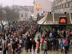 """Первый советский """"Макдональдс"""": очередь и кто в ней стоял"""