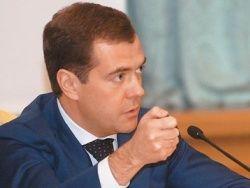 Медведев предложил ввести публичный контроль доходов госслужащих