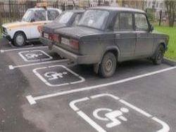 Планируют ужесточить штрафы за парковку на стоянках для инвалидов