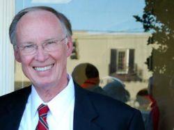 Губернатор Алабамы извинился за речь про христиан