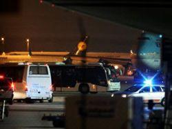 В аэропорту Франкфурта-на-Майне автобус врезался в толпу