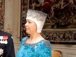 Первая леди Эстонии надела на голову валенок?