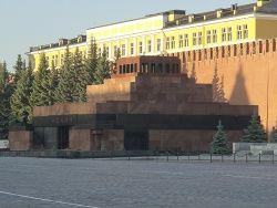 Мавзолей Ленина освобождают под Путина?