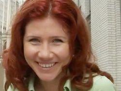 Анну Чапман бросили на борьбу с сосулькам