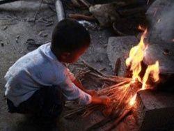 Китай: 6-летний мальчик с ВИЧ живет в одиночку в своей хижине