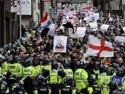 Антимусульманская демонстрация прошла в городе Лутон, Англия