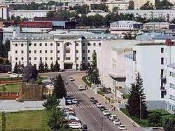 Администрацию Улан-Удэ терроризировали девушки с наручниками