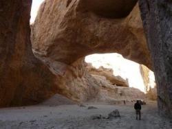 В Афганистане находится большая природная арка