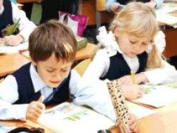 Родители будущих первоклассников штурмуют школы