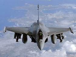 Париж и Лондон договорились усилить удары по Каддафи