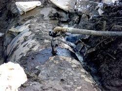 Силовики штурмом взяли подпольный нефтеперегонный завод