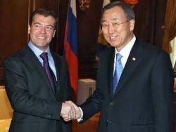 Медведев обсудил с Пан Ги Муном ситуацию на Ближнем Востоке