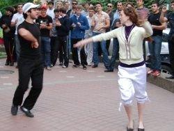 Жители центра Саратова были разбужены танцами кавказцев