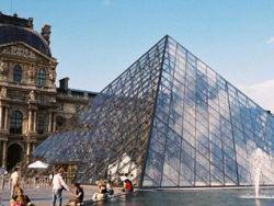 В центре Парижа неизвестные открыли огонь