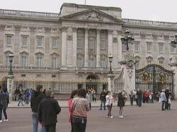 Королевская свадьба привлекает только туристов?