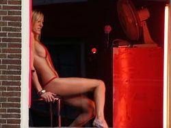 Во Франции накажут клиентов проституток?
