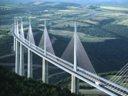 Во Франции построили самый высокий мост в мире
