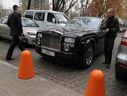 Украина: депутат продает Rolls-Royce и вертолет