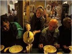 Патриарх Кирилл пригласил бездомных в Церковь