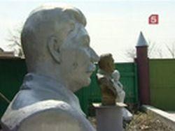 Житель села во дворе открыл парк советского периода