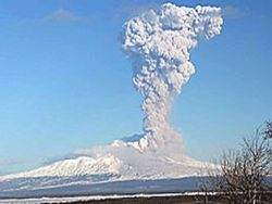 Камчатский вулкан выбросил пепел на высоту 7,5 км