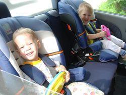 ГИБДД собирается поощрить владельцев детских кресел