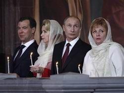Путин пришел на Пасхальную службу вместе с супругой