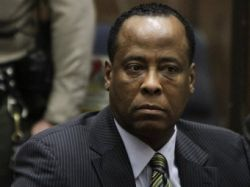 Суд над врачом Майкла Джексона отложен