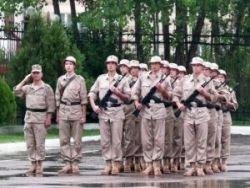 Российских военных переодели в панамы