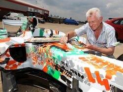 Force India продаст на аукционе разукрашенный болид