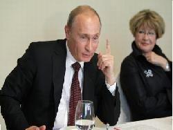Кандидаты обхаживают российских деятелей искусства