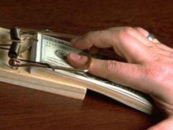 Адвокат и нотариус вымогали 10 млн рублей у таможенника
