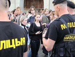 За молчаливый протест в Беларуси берут детей, журналистов и собак