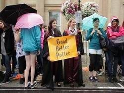 """Лондон: толпы рыдают, прощаясь с """"Гарри Поттером"""""""