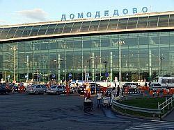 Смертник проник в Домодедово пока полицейский флиртовал