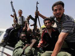 Ливийские мятежники продвигаются к ключевому городу Злитан