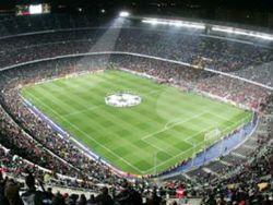 На стадионе Барселоны прошла свадьба болельщиков